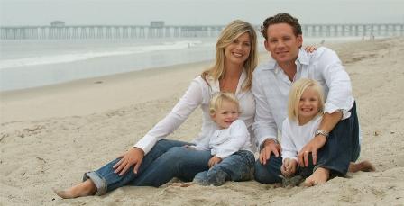 Foto Keluarga di Pantai