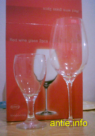 Gelas Red Wine vs Gelas Biasa